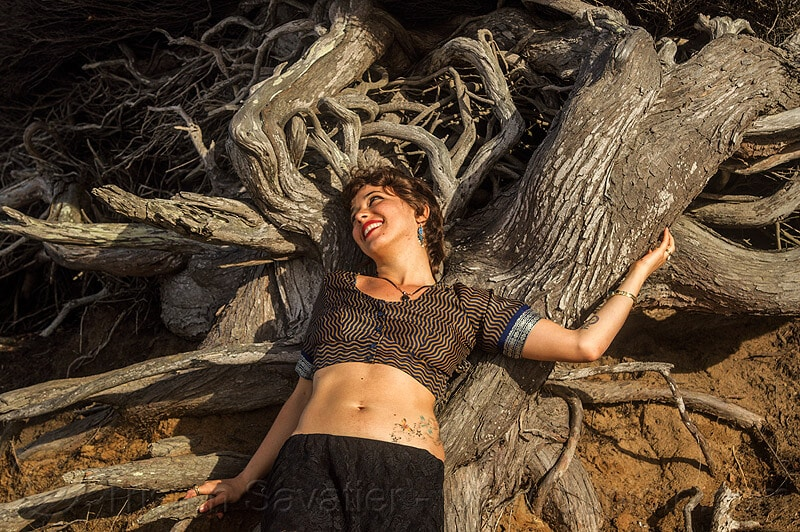 woman-lying-on-juniper